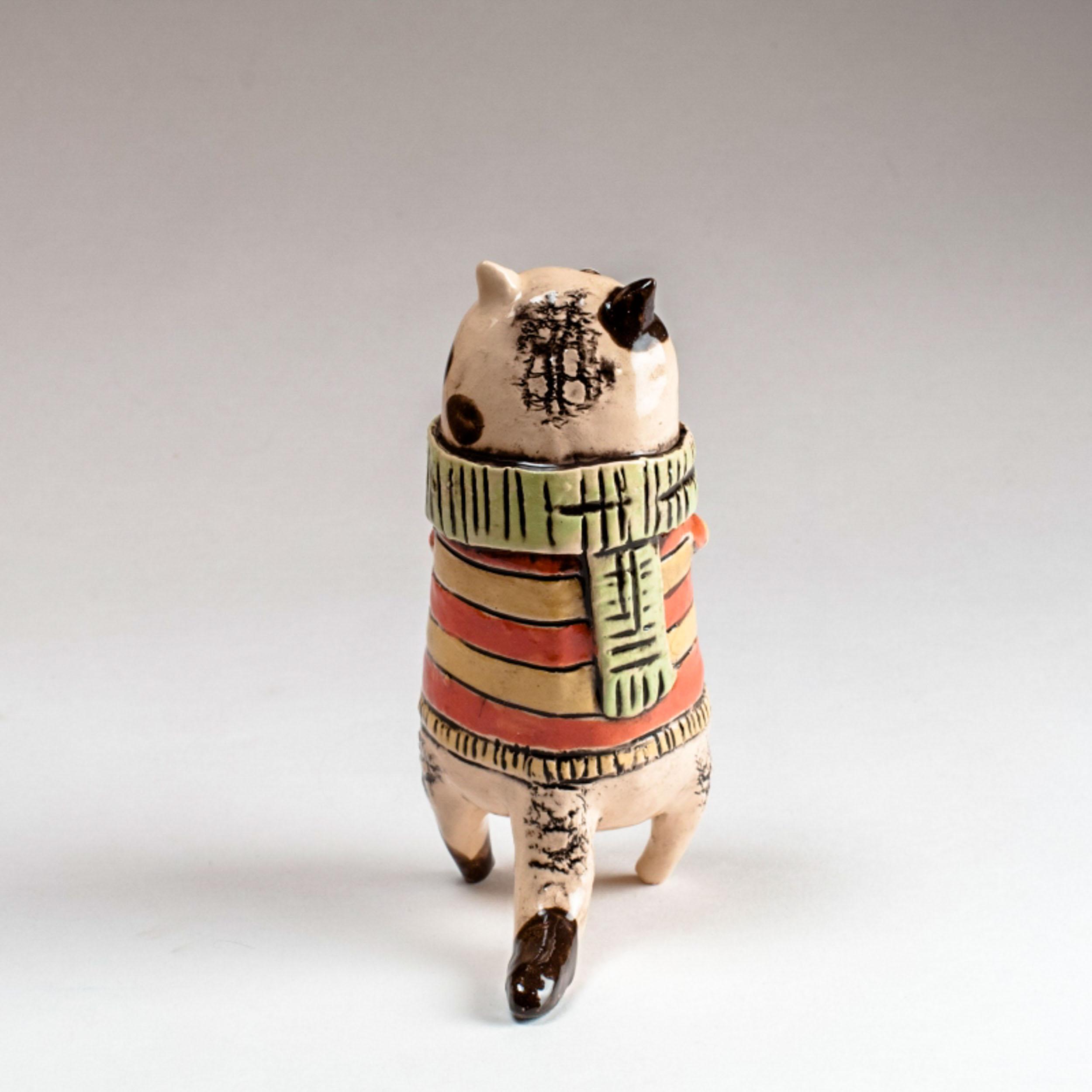 Керамическая статуэтка кота ручной работы «В свитере»