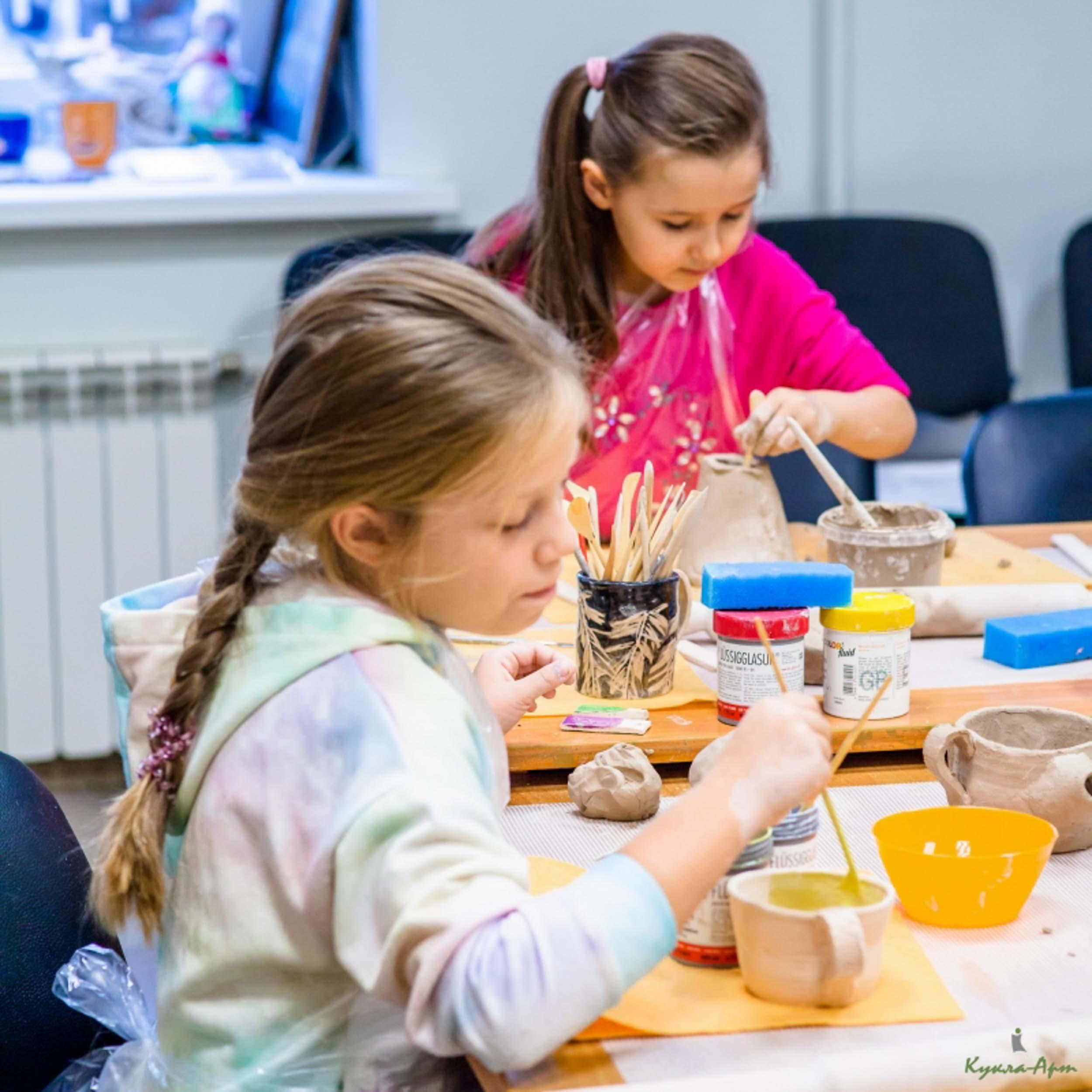 Детские занятия по лепке из глины